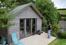 Garden Home Office cabin / The ability to work from home is becoming more accessible to more people brought about by the internet and fast broadband being available in most locations. The space is warm and comfortable and could double as an additional bedroom for the main house.