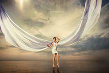 4: медузы / съемка на дзержинском карьере (или другом живописном водоеме), из одежды будуарноего полупрозрачное голубое платье (можно рассмотреть вариант непрозрачного если просвечивание белья недопустимо), идея съемки: девушка в ночнушке (или платье) идет по воде (!)  и сачком ловит летающих в воздухе медуз