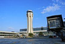 Aeropuerto Málaga-Costa del Sol / El aeropuerto de Málaga-Costa del Sol está situado a 8 kilómetros del centro de la ciudad y perfectamente comunicado con toda la Costa del Sol. Es el decano de todos los aeropuertos españoles y uno de los emplazamientos originales de la primera línea aérea que se estableció en España en 1919. http://ow.ly/GwSHu