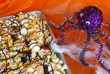 Halloween Popcorn / Popcorn crafts and recipes for Halloween. If it's spooky and made from popcorn, we'll pin it!