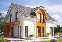 Dein Traumhaus / Häuser bauen ist unsere Leidenschaft – mit dieser Philosophie wurde unsere Unternehmensgruppe zu einem der führenden Anbieter im Bereich des Ein- und Zweifamilienhausbaus in Europa.   Hier findet ihr eine Auswahl unserer Fertighäuser aus unseren beiden Hausprogrammen SUNSHINE und SOLUTION.