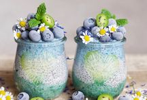 Smoothie Chia Breakfast Jars / Chia and a smoothie combo is much more fun especially for those who don't like the texture of chia pudding, the addition of smoothie makes it million times better :)