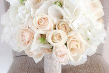 Buchet mireasa cu dantela si trandafiri capucino si hortensia / buchet de mireasa cu dantela si trandafiri capucino si hortensia