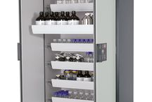 Gefahrstofflagerung / safety cabinet for flamable liquids. DIN EN 14470-1