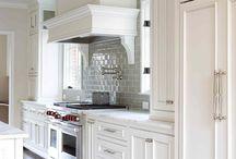 Kitchens / by Titania Jordan