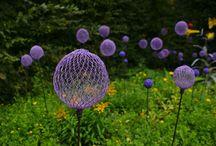Garden ornaments / Wire netting balls