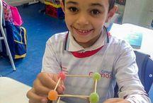 Matemática - Arestas e vértices. /  atividade que ensina a fazer um cubo com palitos e jujubas