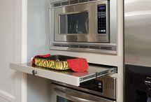 armários com suporte apoio micro-ondas