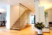 Spannender Materialmix / Treppen die die unterschiedlichsten Materialien miteinander stilvoll kombinieren