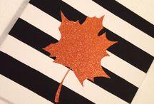 Diy Herbst Bilder / Schickes Herbst Bild mit glitzerndem Ahornblatt aund gestreiften Hintergrund