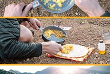 Backpacking Meals & Snacks / Eating well while overnight backpacking | recipes, snacks, DIY snacks, camping recipes, dehydrated meal recipes, backpacking meals, backpacking kitchen gear, gear lists, camp supply list, backpacking gear list