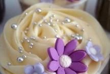 Cupcakes / by Crystal Deharo Serrato