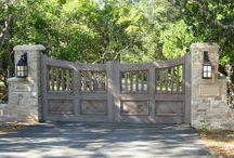 Gate and pillar