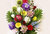 Flores para cementerio. Ramos y jardineras / Arreglos florales artificiales para cementerio tanto en jardineras, como ramo. Visita nuestra web y descubre todas las creaciones de diseño exclusivo.