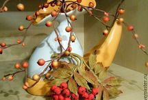 Цветочно-ягодные броши из кожи