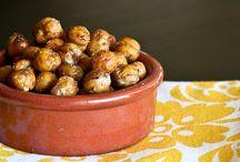 Food: Snacks for the Little / by Vinajoy Barham