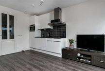 Kleine keuken / Wil je een nieuwe droomkeuken realiseren in een kleine ruimte maar heb je geen idee waar te beginnen? Bekijk hier dan voorbeelden van een kleine keuken!
