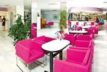 JS Sol de Can Picafort, Can Picafort / Situado en pleno centro comercial y a sólo 25 metros de la playa de Ca'n Picafort, es un lugar idóneo para disfrutar de unas tranquilas y maravillosas vacaciones, tanto si quiere pasar un rato agradable en el bar como si quiere relajarse en el Spa. / by JS Hotels