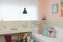 Lustres para quarto / Além de ajudar a providenciar a iluminação ideal para um maior relaxamento, ainda pode deixar o quarto mais charmoso, independente de seu estilo!