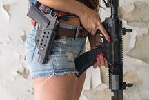 GIRLS WITH GUNS / Girls with guns: beautyful, powerful, hot, armed and dangerous !