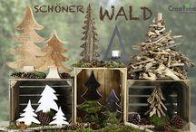 Schöner Wald / Bäume in den verschiedenen Varianten. Treibholzbaum, Bäume, mal in weiß, mal in Chrom glänzend, aus Metall mit Teelichthalter, oder in weiß. Bäume gehören zu Weihnachten wie das Ei zu Ostern.