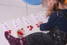Pédagogie Montessori / « N'élevons pas nos enfants pour le monde d'aujourd'hui. Ce monde aura changé lorsqu'ils seront grands. Aussi doit-on en priorité aider l'enfant à cultiver ses facultés de création et d'adaptation. » Maria Montessori