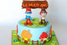 W Children cakes