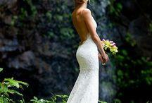 Stunning wedding dress amongst the nature
