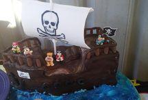 Pirate ship cake / I made this cake for my nephews first birthday.