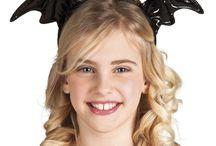 Halloween / Leuke halloween decoratie en kinder items, ook ideaal ter aankleding van een griezelfeestje. Score nu  de leukste griezelige hoeden, spinnen, maskers want op = op