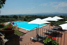 Countryhouse Vista sull'oliveto. Appartementen met ontbijt / Vista sull' oliveto is vakantie dicht bij de natuur,  op slechts een uurtje rijden van Rome.  Een prachtige locatie met een magnifiek uitzicht in een omgeving die louter verstoord wordt door het gezang van vogels en het gesjirp van krekels.  Hier hoor je alleen de natuur. Een zalige plek om heerlijk te genieten, te onthaasten of even alle zorgen achter je te laten en de batterij weer op te laden. Hier kom je thuis.