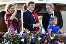 Pompon flowers on the boat of the new Dutch King! / Pompon flowers on the boat of the new Dutch King! Pompon bloemen op rondvaartboot van de Koning!
