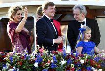 Pompon flowers on the boat of the new Dutch King! / Pompon flowers on the boat of the new Dutch King! Pompon bloemen op rondvaartboot van de Koning!