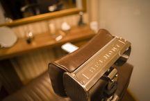 Salón Blackstone / Un salón enfocado exclusivamente al cuidado y bienestar masculino, inspirado en las barberías tradicionales de estética victoriana.