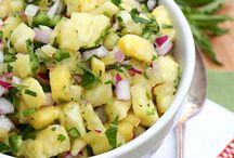 świeża mięta / fresh mint / Świeża niczym majowy poranek, niezastąpiona do zimnej lemoniady i ostrych dań kuchni świata - mięta! Przekonaj się, że można z niej zrobić dużo więcej niż mohito! Więcej na http://okiemdietetyka.pl/mieta-wlasciwosci-przepisy