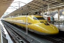 Trains japonais / Ils sont nombreux, divers et variés et toujours à l'heure les trains japonais.