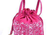 9.9usd fashion mini handbags from www.alifashion777.com / www.alifashion777.com .We are wholesale and retail the fashion handbags, fashion jewelry and Preserved fresh flowers from Kunming,Yunnan,China. skype: alifashion777.  whatsapp: 0086-186-878-00583