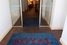 Découvrir l'hôtel Royal Wilson à Toulouse...de l'intérieur / Parcourez l'hôtel depuis la réception, en passant par nos salons...en faisant une halte dans notre surprenant et unique patio. Enfin découvrez les couloirs authentiques qui mènent aux chambres.#visiteztoulouse