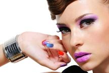 Clube dos Esmaltes hah' / O último Fashion Rio trouxe não só as tendências em moda e em maquiagem que estarão em alta no verão 2013, mas mostrou também as cores de esmaltes que prevalecerão na estação mais quente do ano. E qual a menina que não gosta de andar com as unhas feitas ? Raaaw acho que não tem nér ... Por isso fiquem lingadas minhas Lindas ! bjiiin =) / by Thatty Ozaki