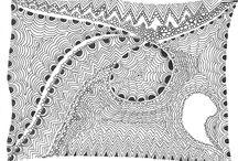"""""""Lucia en noir et blanc"""", d'après la Méthode Zentangle / Les cartes d'artiste (c'est ainsi que cela s'appelle dans le monde du Zentangle) que j'ai crée à partir d'un livre """"Six semaines de dessin créatif""""."""