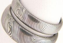 Netradiční snubní prsteny/unusual wedding rings / ručně kované snubní prsteny tvořené na míru z netradičního materiálu damasteel/ damascénské oceli, dvakrát kované oceli, každý kus je originální díky unikátní kresbě