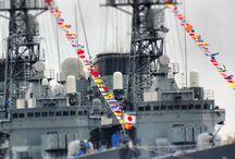 """Japońskie okręty w gdyńskim porcie / 1 Od ... Do ...     Takich gości w Polsce jeszcze nie było. W maju dwa szkolne okręty """"Kashima"""" i """"Shirayuki"""" oraz niszczyciel """"Isoyuki"""" wyruszyły z Tokio w rejs dookoła świata, a w sierpniu odwiedziły Gdynię. Jednostki Morskich Sił Samoobrony Japonii zacumowały w naszym porcie w środę 7 sierpnia 2013 r."""