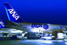 Transport lotniczy Cargo / Transport lotniczy cargo jest niezastąpiony w takich branżach, gdy liczy się czas i terminowość dostarczenia przesyłki. Wszędzie tam gdzie ważmy czynnikiem jest czas. Poprzez transport Cargo firma zaoszczędzi czas i pieniądze.