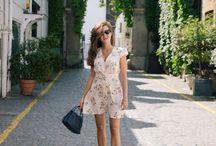Кроссовки и платье