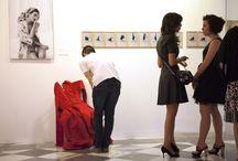 Expo Blankcanvas / Detalles de la exposición del proyecto Blankcanvas. Autorretratos de Rosa Copado con diseños de OliaKimonos
