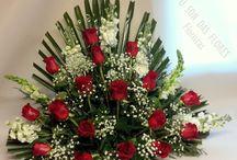 Flores para cementerio / Arreglos florales adaptándose a las características de la tumba o nicho y a los gustos y presupuesto de los clientes. Cada semana, quincenal o para días especiales.