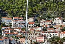 Croatia Island Hopping / With so many beautiful islands to explore, Croatia is the perfect destination for an island hopping destination.