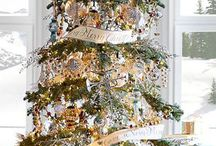 HOME || Christmas trees / The best christmas tree ideas from the fashion and lifestyle blog Two Peas in a Blog.