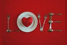 San valentino  / C'è un giorno che più degli altri è dedicato all'amore: san Valentino! E' vero, l'amore andrebbe festeggiato tutto l'anno, ma in quel giorno tutto ha un altro sapore, tutto è più romantico!  Vi proponiamo tante idee per festeggiare con il vostro Valentino: da come apparecchiare la tavola a come incartare il regalo...tutto serve per creare la giusta atmosfera!