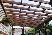 ウッドデッキやガレージデッキ等にガラスや様々な資材で屋根を取り付けるDIY例